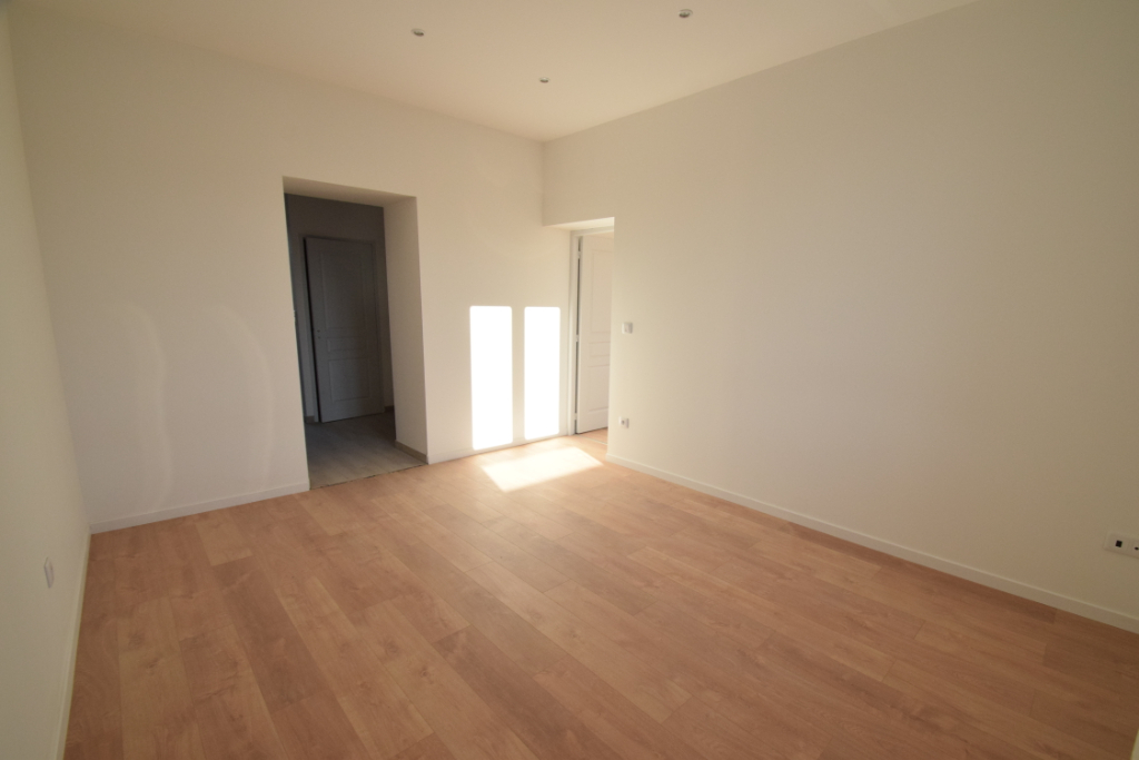 ALGRANGE APPARTEMENT F3 REFAIT A NEUF DISPONIBLE DE SUITE
